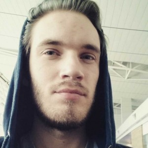 Felix Arvid Ulf Kjellberg PewDiePie-Youtube-celebrity-cute-photo